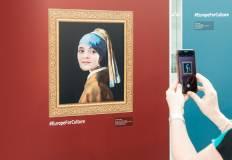 """Quadro """"La ragazza con l'orecchino di perla"""" fotografato con uno smartphone"""