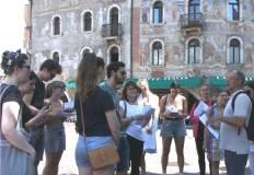 Studenti in piazza duomo durante il tour