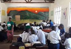 L'interno di una classe in Tanzania