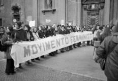 Corteo femminista a Trento, 1975. Foto di Paolo Lazzaretto, Fondazione Museo storico del Trentino.