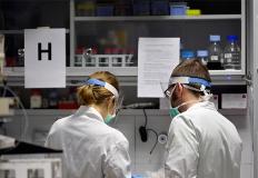 Due ricercatori in laboratorio